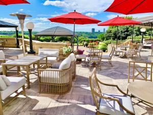 Confederation Lounge at Fairmont Hotel Macdonald patio 2021
