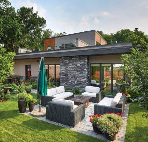 House1_Backyard_Wicker_WhiteCushions