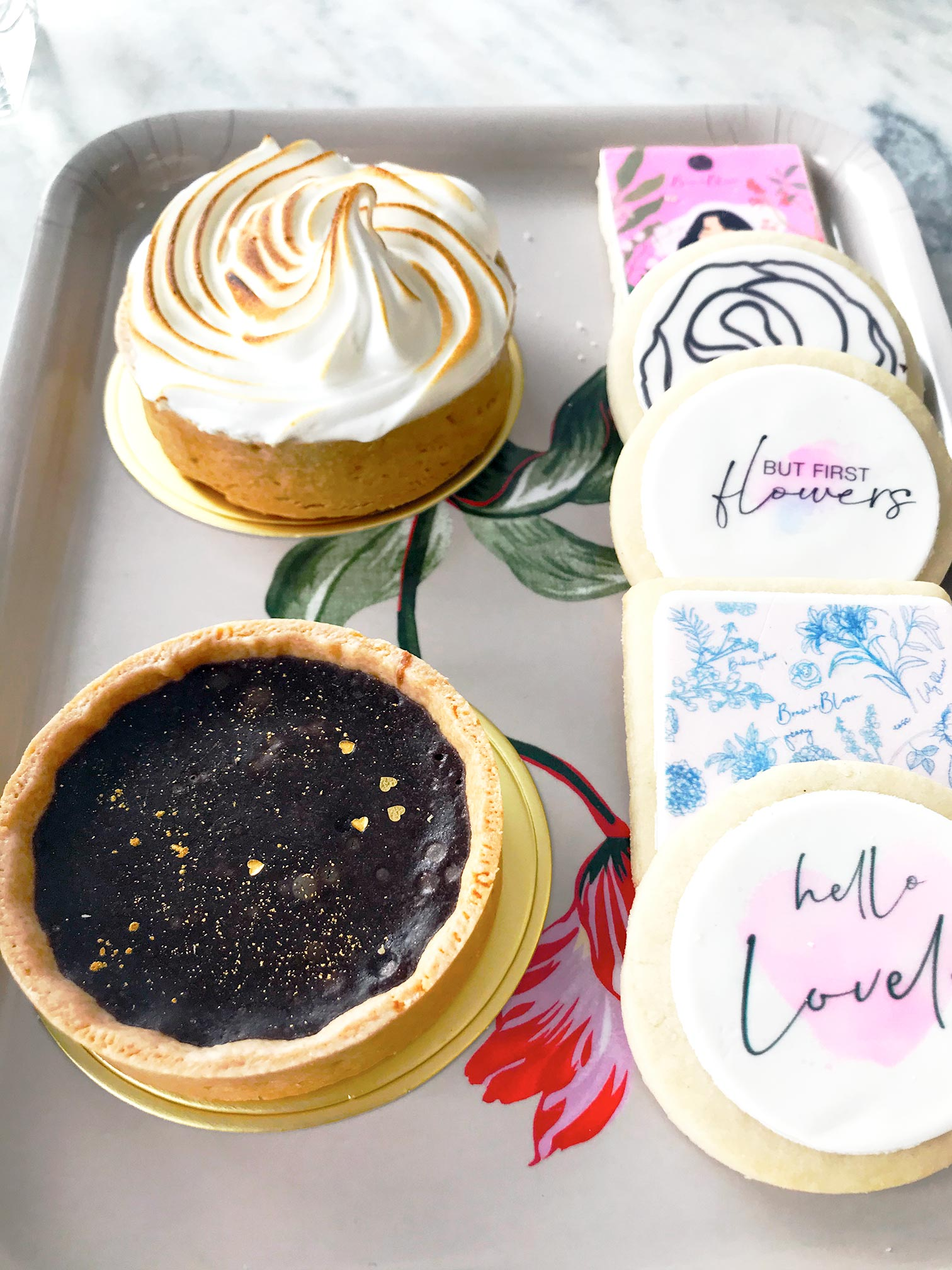 Cupcake and tart desserts