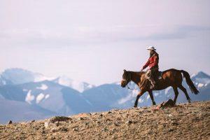 Niobe_Thompson_in_the_Altai_Mountains_Mongolia_t23grp