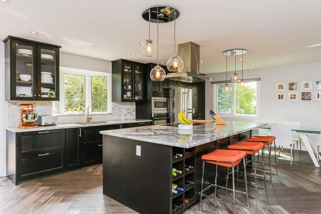 Rhat-kitchen.jpg