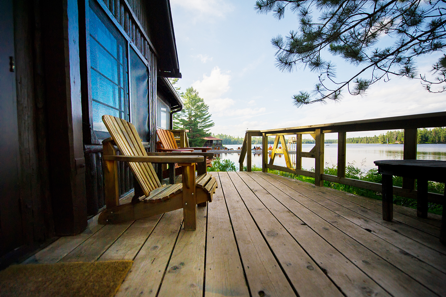 cabin-on-the-lake-962759632